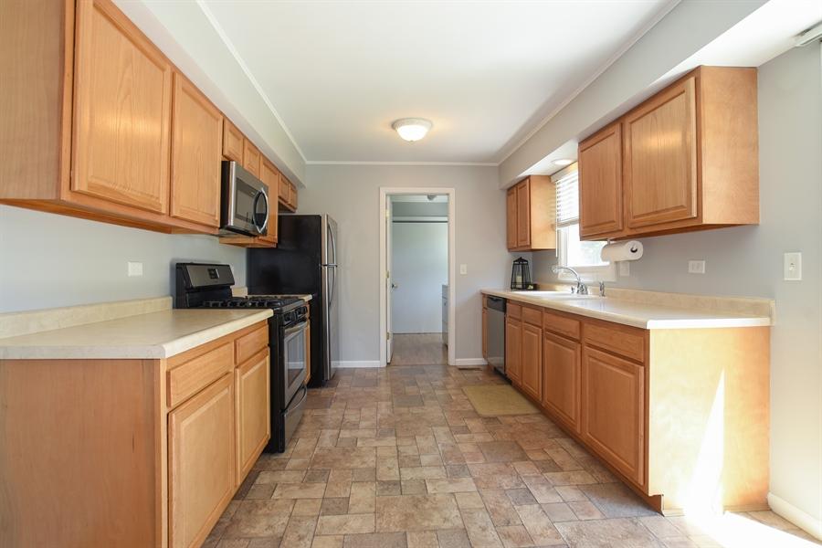 Real Estate Photography - 2021 Briar Hill Drive, Schaumburg, IL, 60194 - Kitchen