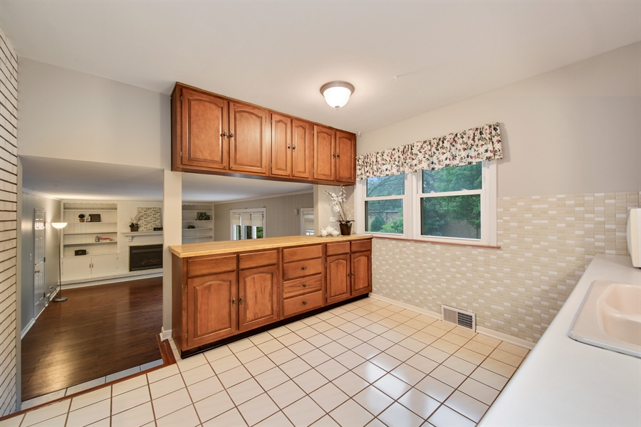 Real Estate Photography - 1248 Sandpiper Lane, Naperville, IL, 60540 - Kitchen