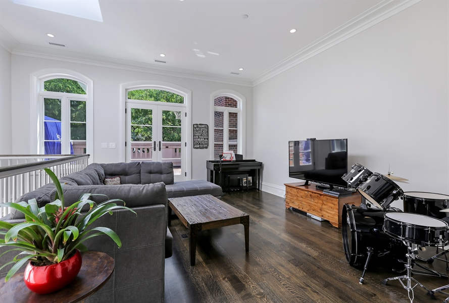 Real Estate Photography - 1720 N. MOHAWK Street, Chicago, IL, 60614 - Family Room