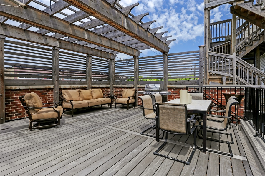 Real Estate Photography - 1720 N. MOHAWK Street, Chicago, IL, 60614 - Deck