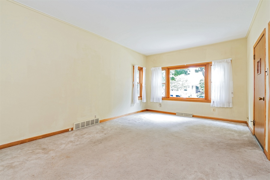 Real Estate Photography - 4619 N. Leamington Avenue, Chicago, IL, 60630 - Living Room