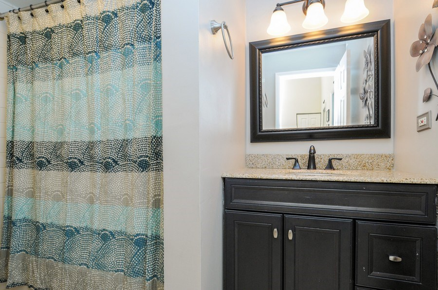 Real Estate Photography - 1612 Bay Court, Naperville, IL, 60565 - 2nd Bathroom