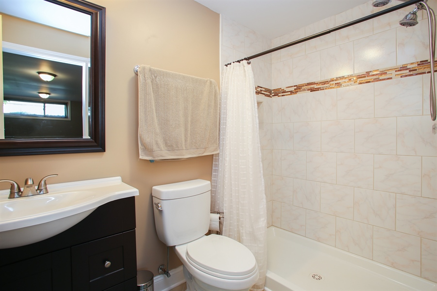 Real Estate Photography - 484 DOMINION Court, Wood Dale, IL, 60191 - 3rd Bathroom