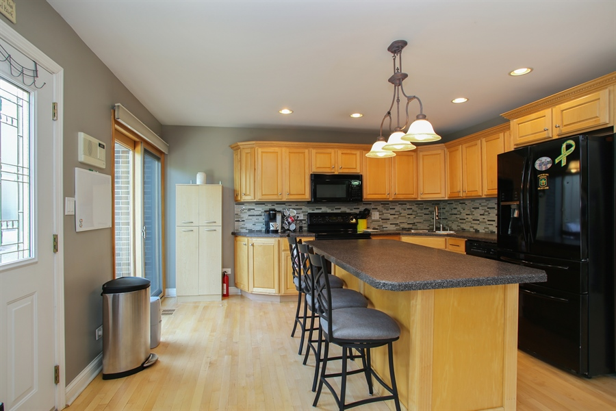 Real Estate Photography - 484 DOMINION Court, Wood Dale, IL, 60191 - Kitchen