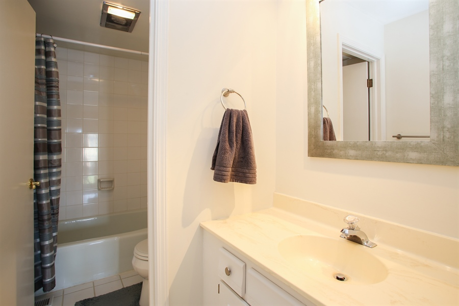 Real Estate Photography - 484 DOMINION Court, Wood Dale, IL, 60191 - 2nd Bathroom