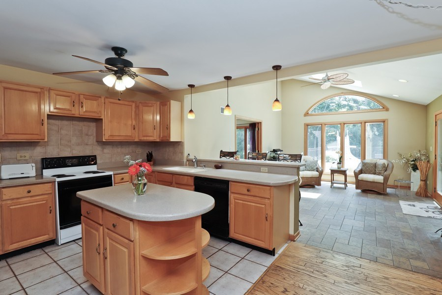 Real Estate Photography - 1899 Lexington Road, Green Oaks, IL, 60048 - Kitchen