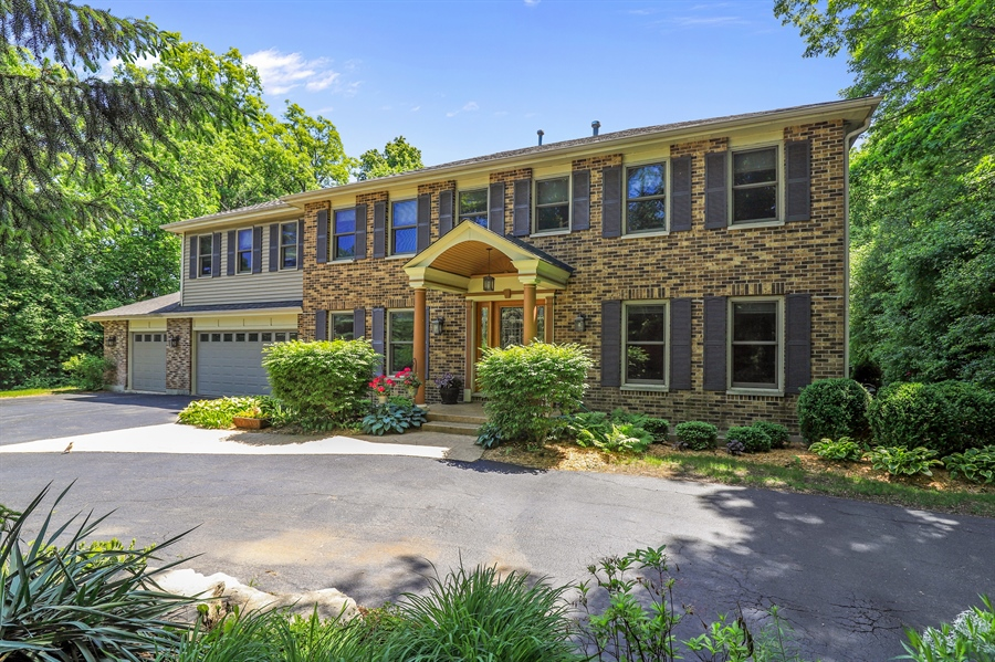 Real Estate Photography - 1899 Lexington Road, Green Oaks, IL, 60048 - Front View