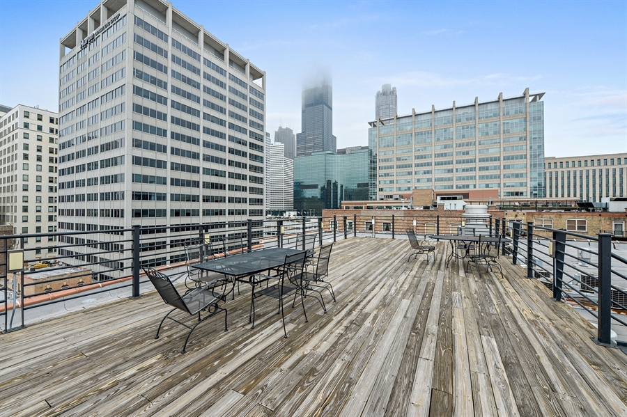 Real Estate Photography - 417 S. Jefferson Street, Unit 504B, Chicago, IL, 60607 - Roof Deck