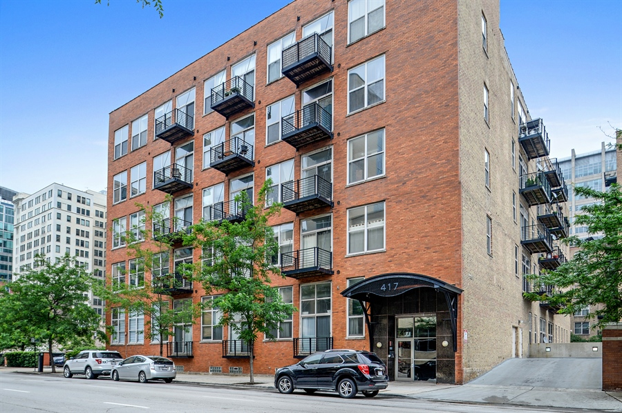 Real Estate Photography - 417 S. Jefferson Street, Unit 504B, Chicago, IL, 60607 - Front View