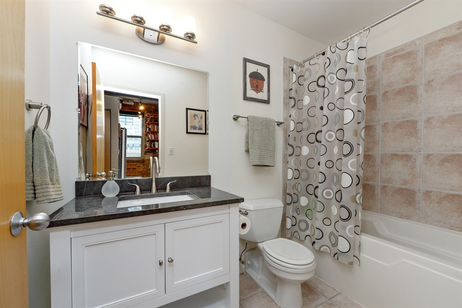 Real Estate Photography - 417 S. Jefferson Street, Unit 504B, Chicago, IL, 60607 - 2nd Bathroom