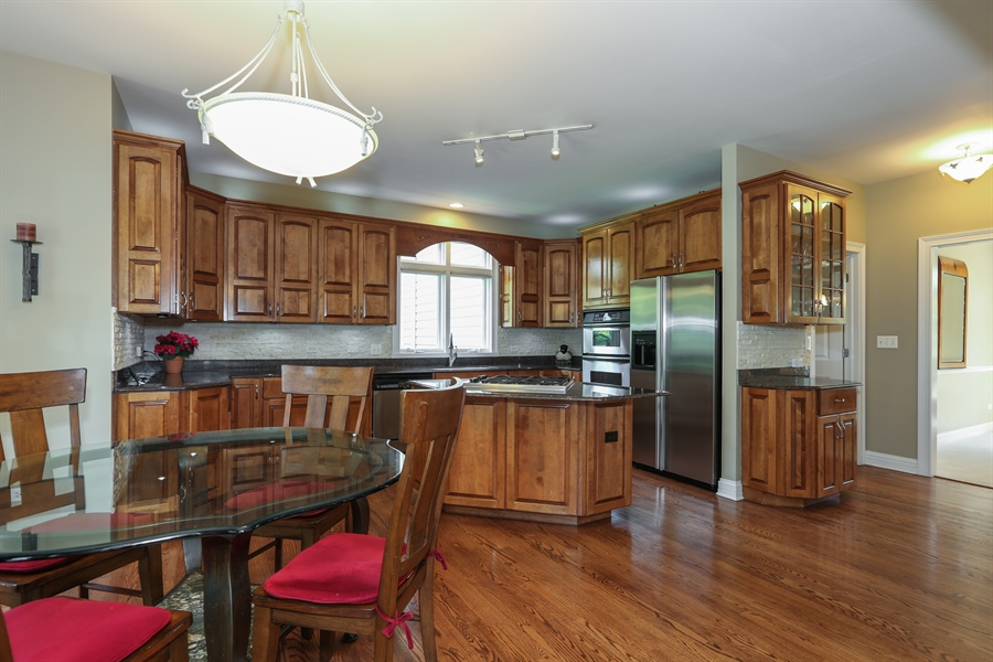 Real Estate Photography - 2S428 Chaucer Court, Glen Ellyn, IL, 60137 - Kitchen/Eating Area