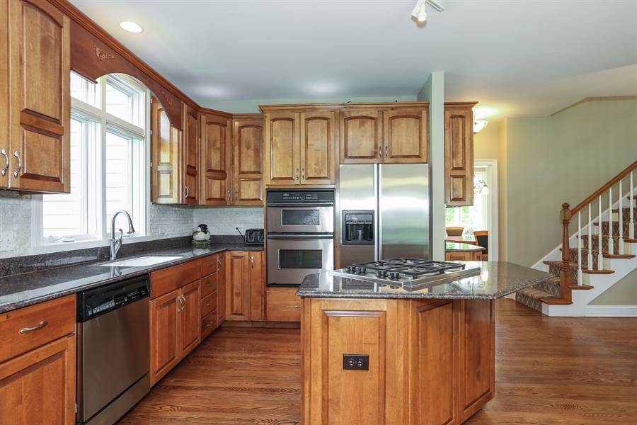 Real Estate Photography - 2S428 Chaucer Court, Glen Ellyn, IL, 60137 - Kitchen
