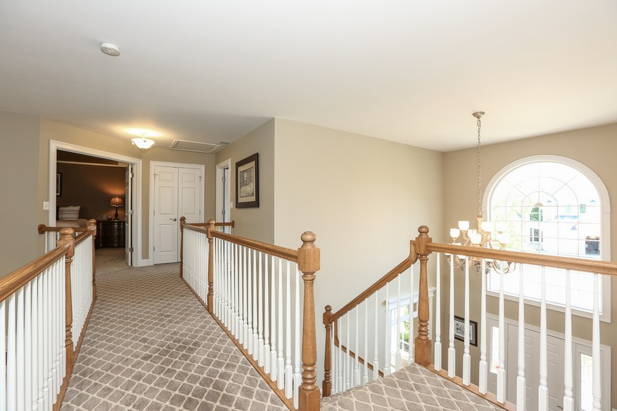 Real Estate Photography - 2S428 Chaucer Court, Glen Ellyn, IL, 60137 - Upstairs Walkway