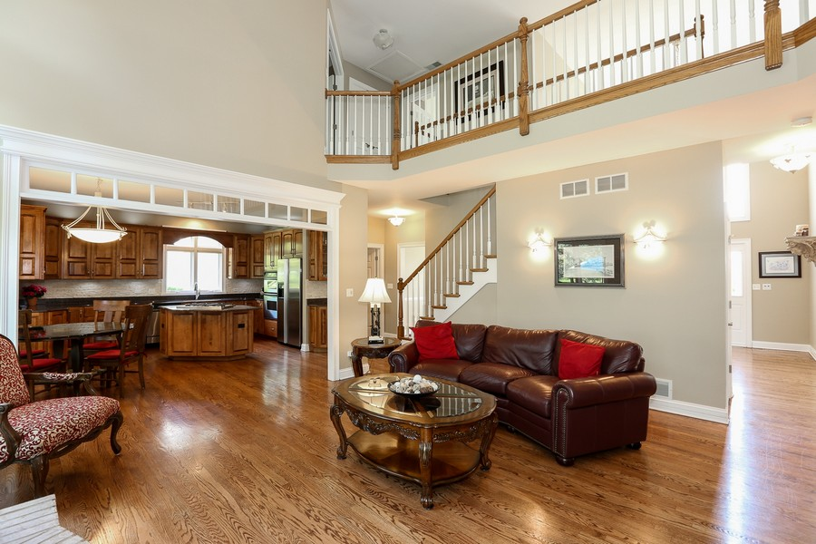 Real Estate Photography - 2S428 Chaucer Court, Glen Ellyn, IL, 60137 - Family Room