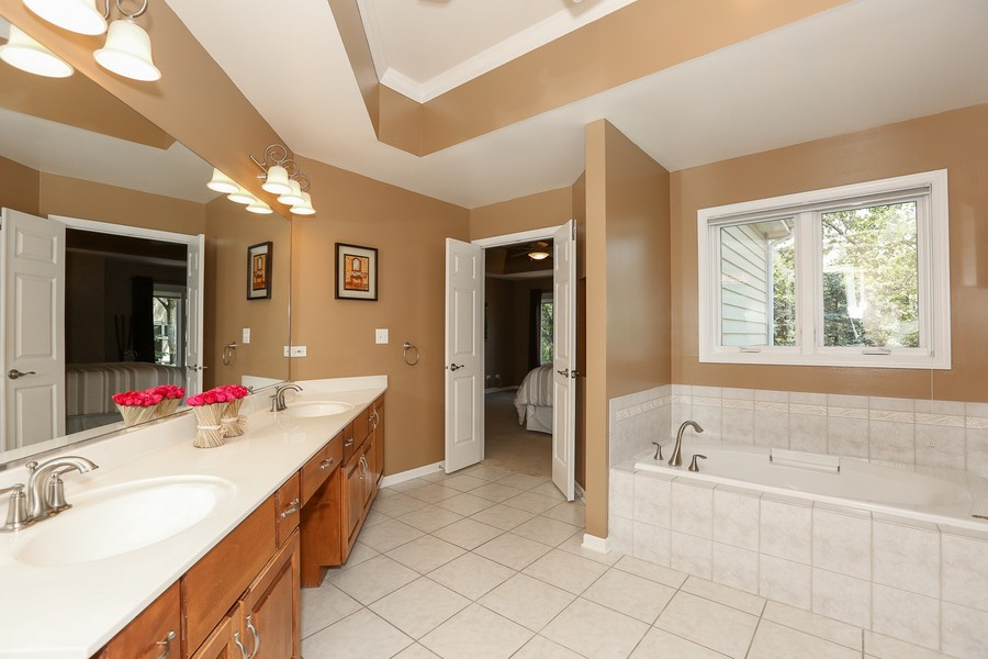 Real Estate Photography - 2S428 Chaucer Court, Glen Ellyn, IL, 60137 - Master Bathroom