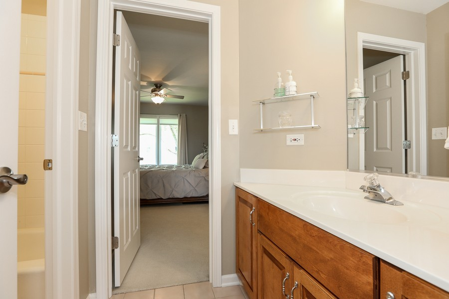 Real Estate Photography - 2S428 Chaucer Court, Glen Ellyn, IL, 60137 - Jack & Jill Upstairs Bath