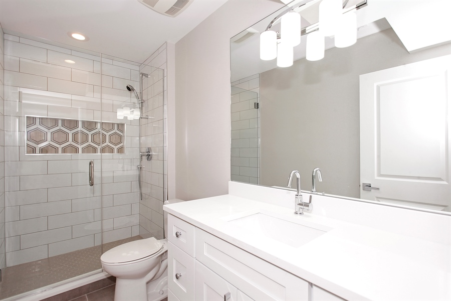 Real Estate Photography - 6423 S. Ingleside Avenue, Chicago, IL, 60637 - 2nd Bathroom