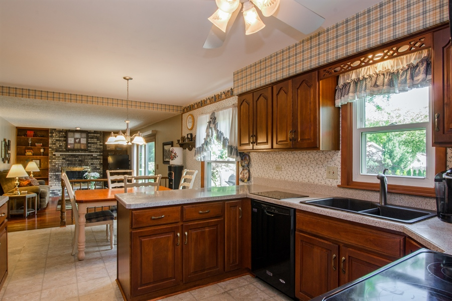 Real Estate Photography - 6702 Meadow Drive, Crystal Lake, IL, 60012 - Kitchen / Breakfast Room
