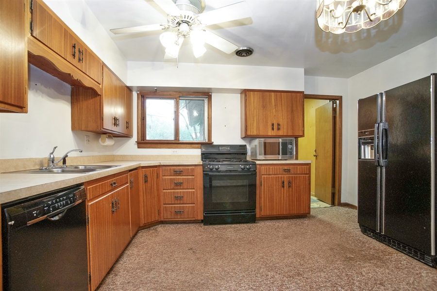 Real Estate Photography - 1811 E. Darryl Drive, Arlington Heights, IL, 60004 - Kitchen