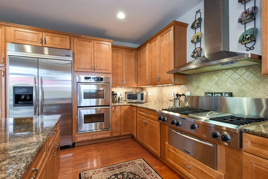 Real Estate Photography - 2500 Stonybrook Street, Wauconda, IL, 60084 - Kitchen