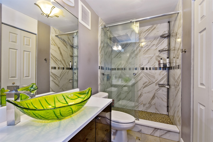 Real Estate Photography - 1605 E. CENTRAL Road, Unit 121C, Arlington Heights, IL, 60005 - Master Bathroom