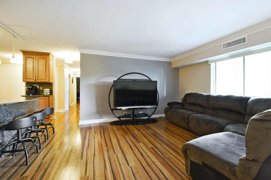 Real Estate Photography - 1605 E. CENTRAL Road, Unit 121C, Arlington Heights, IL, 60005 - Living Room