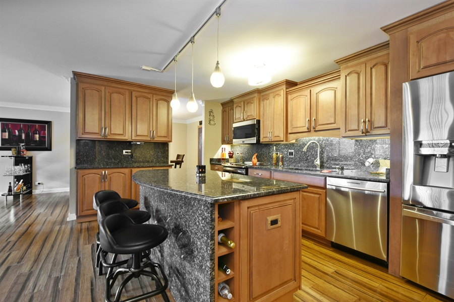 Real Estate Photography - 1605 E. CENTRAL Road, Unit 121C, Arlington Heights, IL, 60005 - Kitchen