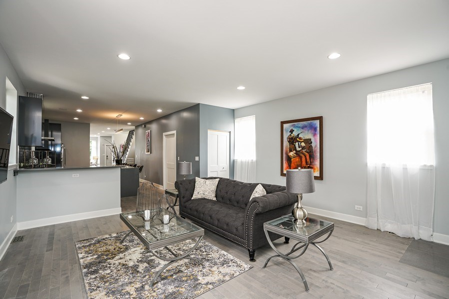 Real Estate Photography - 4144 S. Calumet Avenue, Chicago, IL, 60653 - Living Room