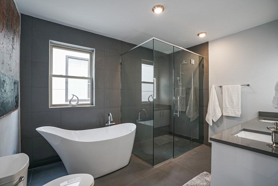 Real Estate Photography - 4144 S. Calumet Avenue, Chicago, IL, 60653 - Master Bathroom