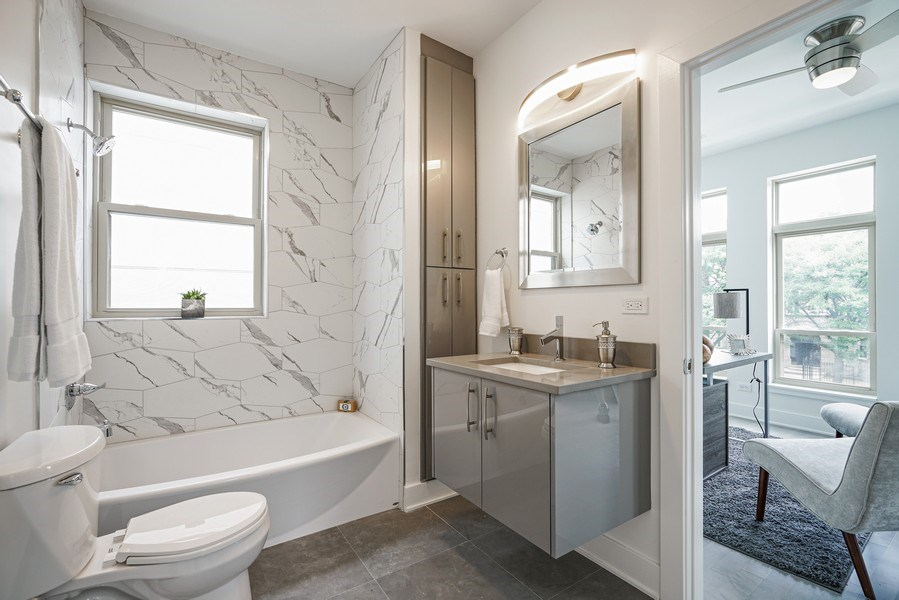 Real Estate Photography - 4144 S. Calumet Avenue, Chicago, IL, 60653 - 2nd Bathroom
