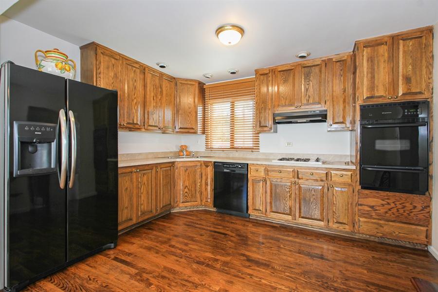 Real Estate Photography - 8536 Leamington Avenue, Burbank, IL, 60459 - Kitchen