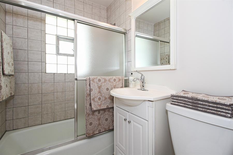 Real Estate Photography - 8536 Leamington Avenue, Burbank, IL, 60459 - Bathroom