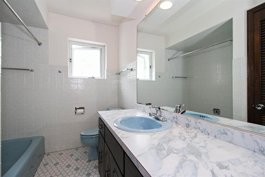 Real Estate Photography - 8536 Leamington Avenue, Burbank, IL, 60459 - 2nd Bathroom