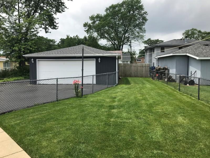 Real Estate Photography - 8536 Leamington Avenue, Burbank, IL, 60459 -