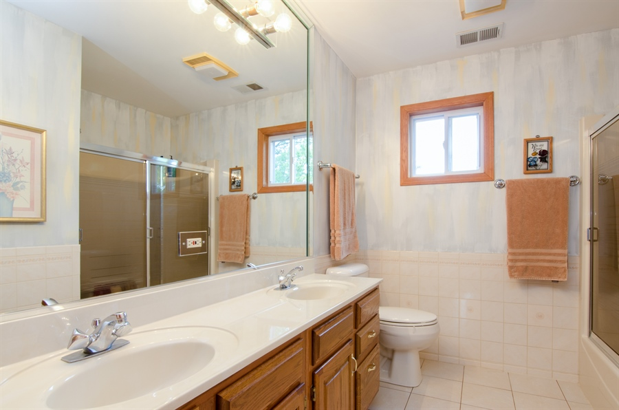 Real Estate Photography - 353 Mildred Avenue, Cary, IL, 60013 - 2nd Bathroom