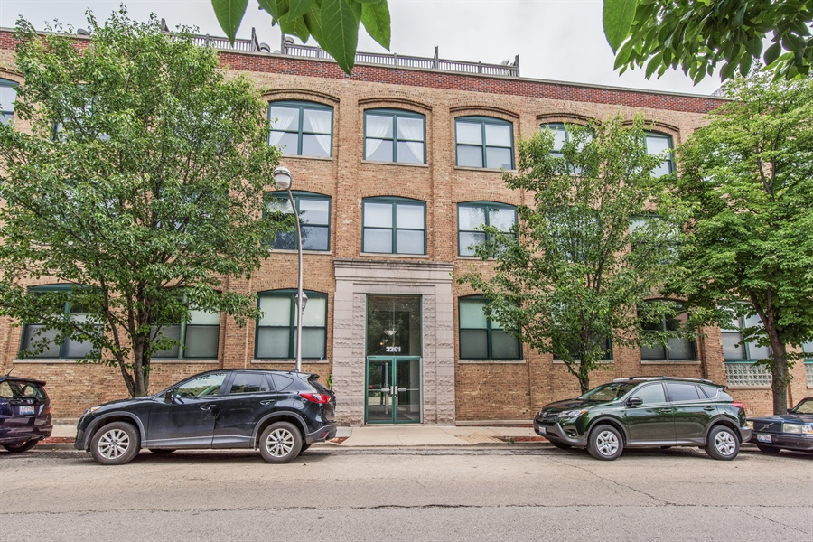 Real Estate Photography - 3201 N. RAVENSWOOD Avenue, Unit 303, Chicago, IL, 60657 - Front View