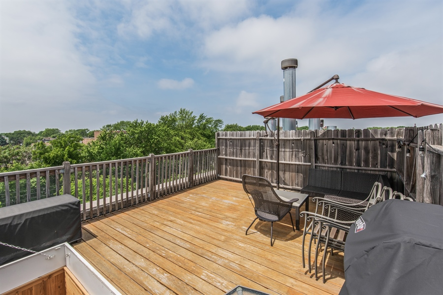 Real Estate Photography - 3201 N. RAVENSWOOD Avenue, Unit 303, Chicago, IL, 60657 - Private Rooftop Deck