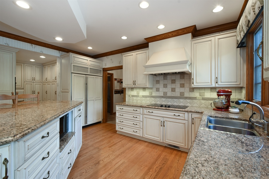 Real Estate Photography - 1314 Dunheath Drive, Barrington, IL, 60010 - Kitchen