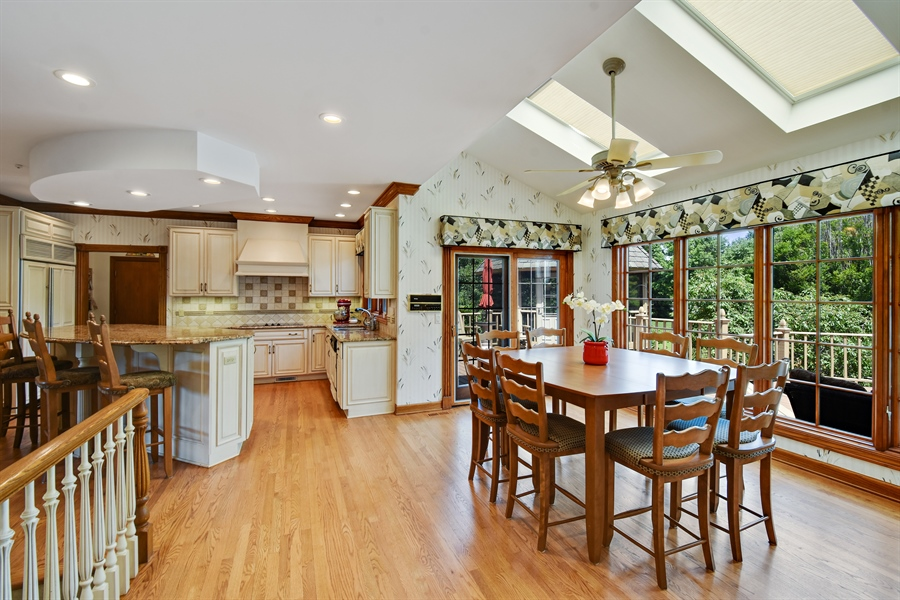 Real Estate Photography - 1314 Dunheath Drive, Barrington, IL, 60010 - Kitchen / Breakfast Room