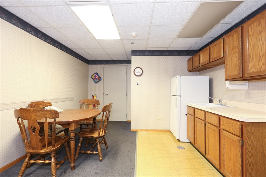 Real Estate Photography - 15321 70Th Ct, 5, Orland Park, IL, 60462 - Kitchen