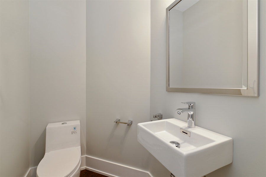 Real Estate Photography - 2918 N. Lakewood Avenue, Unit 2, Chicago, IL, 60657 - 3rd Bathroom