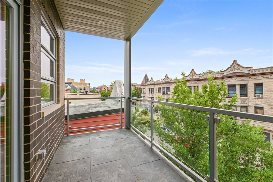 Real Estate Photography - 2918 N. Lakewood Avenue, Unit 2, Chicago, IL, 60657 - Deck