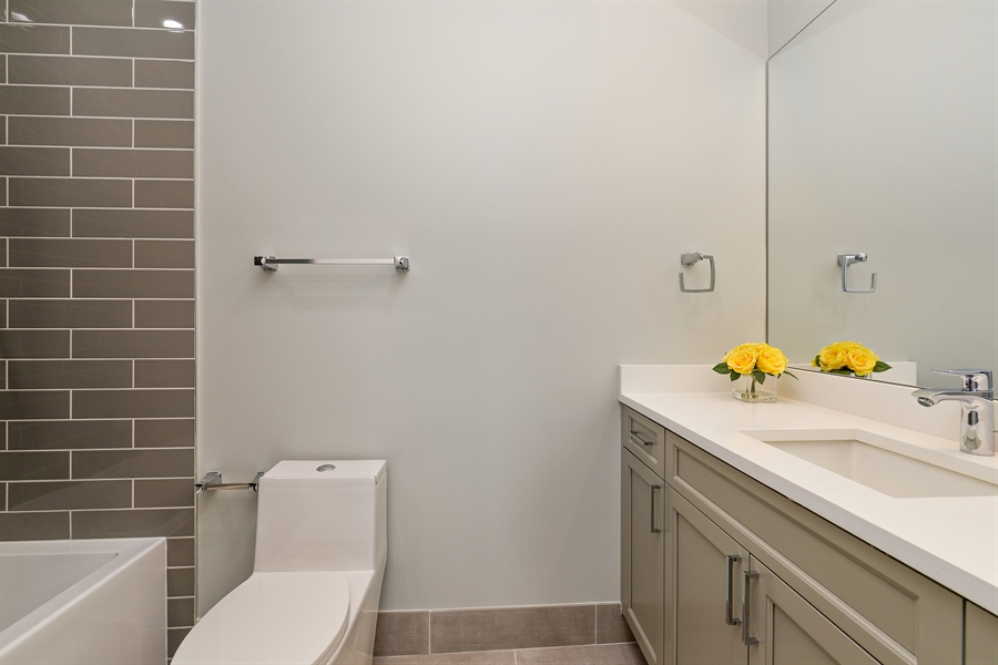 Real Estate Photography - 2918 N. Lakewood Avenue, Unit 2, Chicago, IL, 60657 - 2nd Bathroom