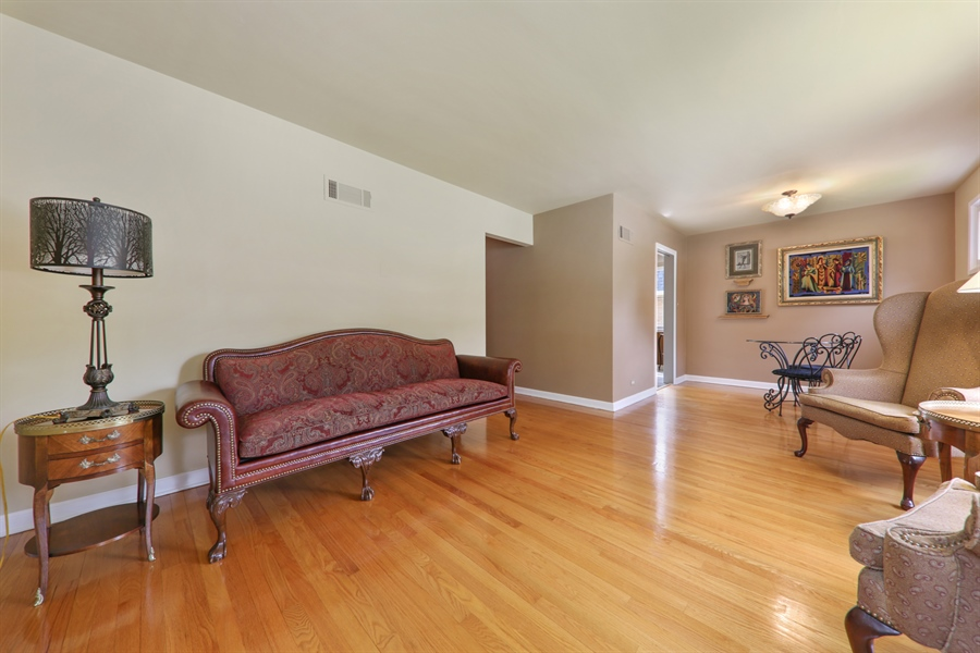 Real Estate Photography - 883 Duane Street, Glen Ellyn, IL, 60137 - Living Room