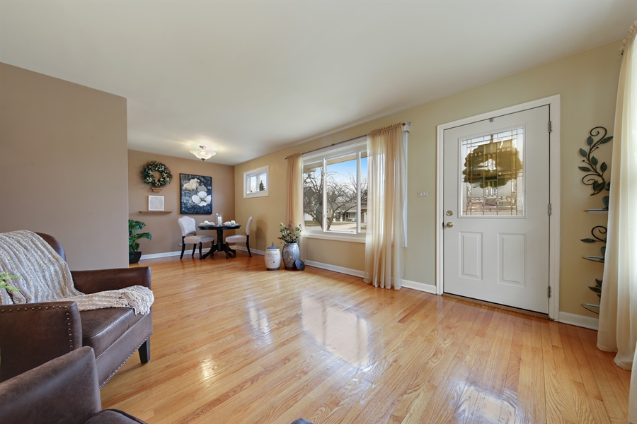 Real Estate Photography - 883 Duane Street, Glen Ellyn, IL, 60137 - Family Room