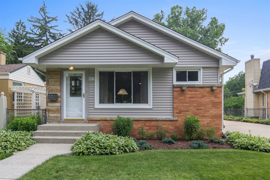 Real Estate Photography - 883 Duane Street, Glen Ellyn, IL, 60137 - Front View