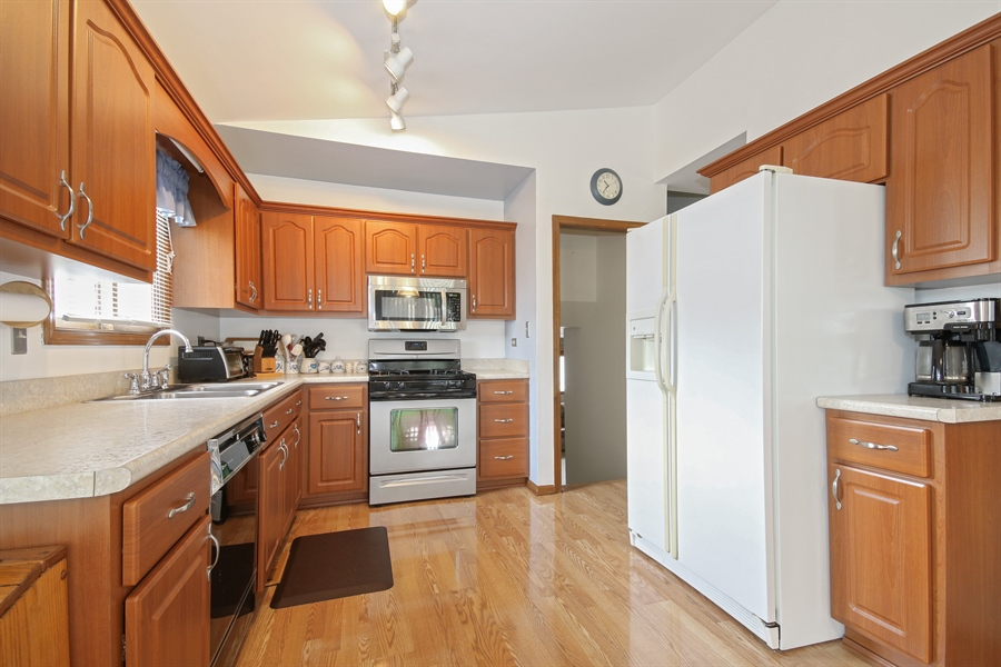 Real Estate Photography - 4706 151st Street, Oak Forest, IL, 60452 - Kitchen