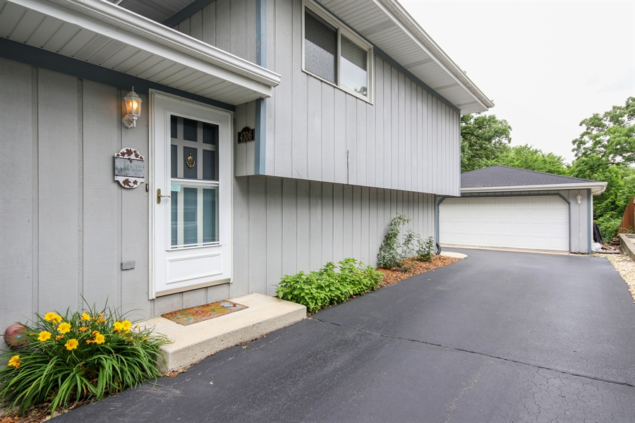 Real Estate Photography - 4706 151st Street, Oak Forest, IL, 60452 - Front View