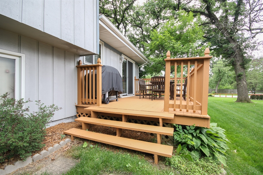 Real Estate Photography - 4706 151st Street, Oak Forest, IL, 60452 - Deck