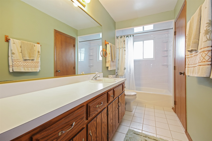 Real Estate Photography - 4706 151st Street, Oak Forest, IL, 60452 - Bathroom